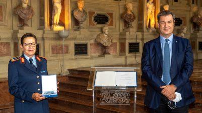 Bayerns Ministerpraesident Markus Soeder verleiht am Donnerstag (08.07.21) in der Residenz in Muenchen den Bayerischen Verdienstorden an Gesine Krueger.