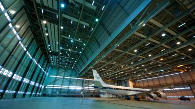 die-dc-8-der-nasa-im-hangar_29582