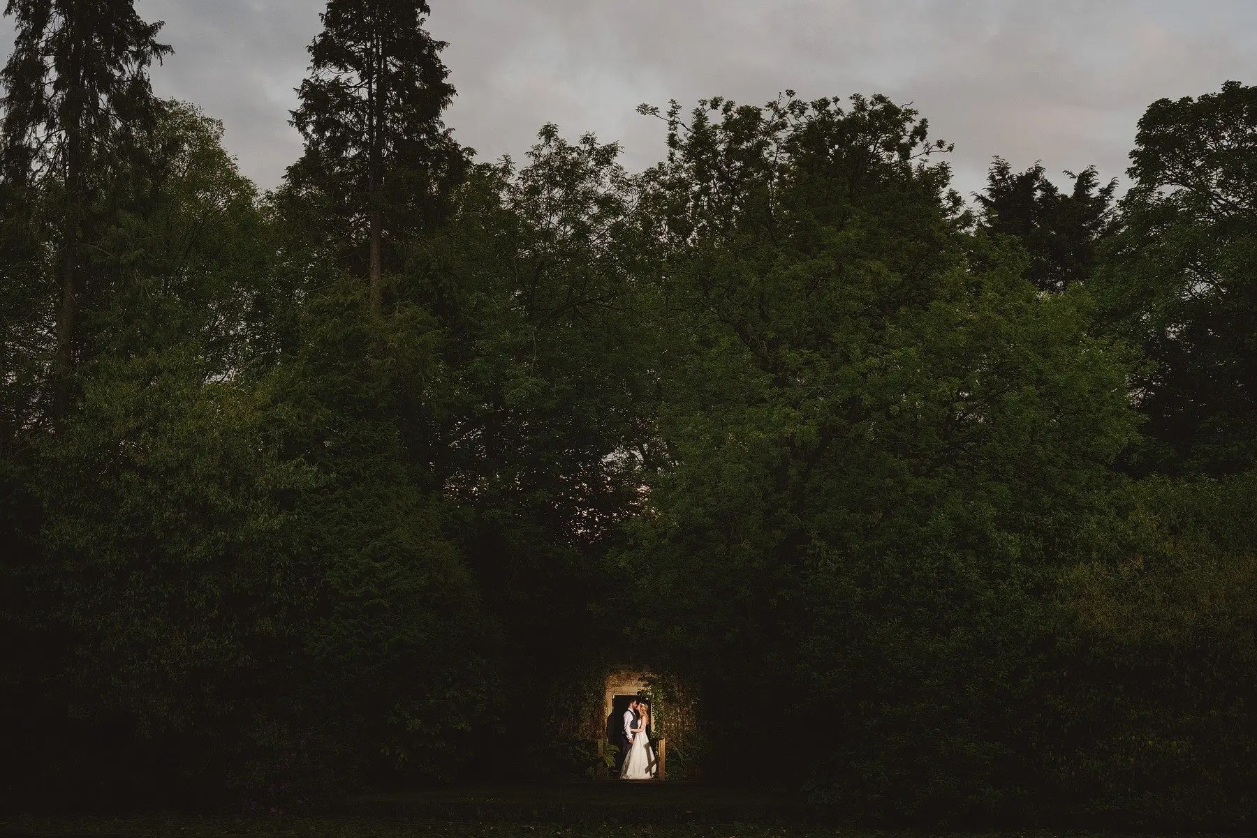 wedding photographer kilver court gardens