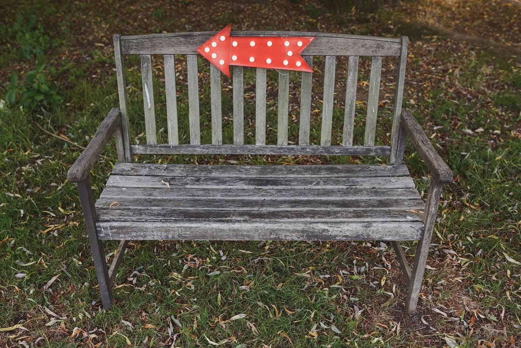 a bench with a red arrow