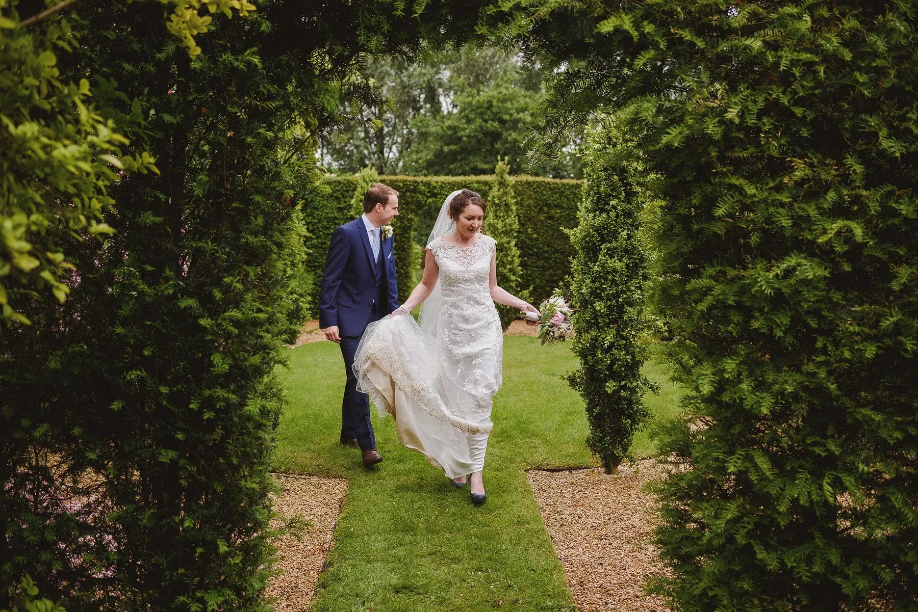 wedding portraits at oxleaze barn
