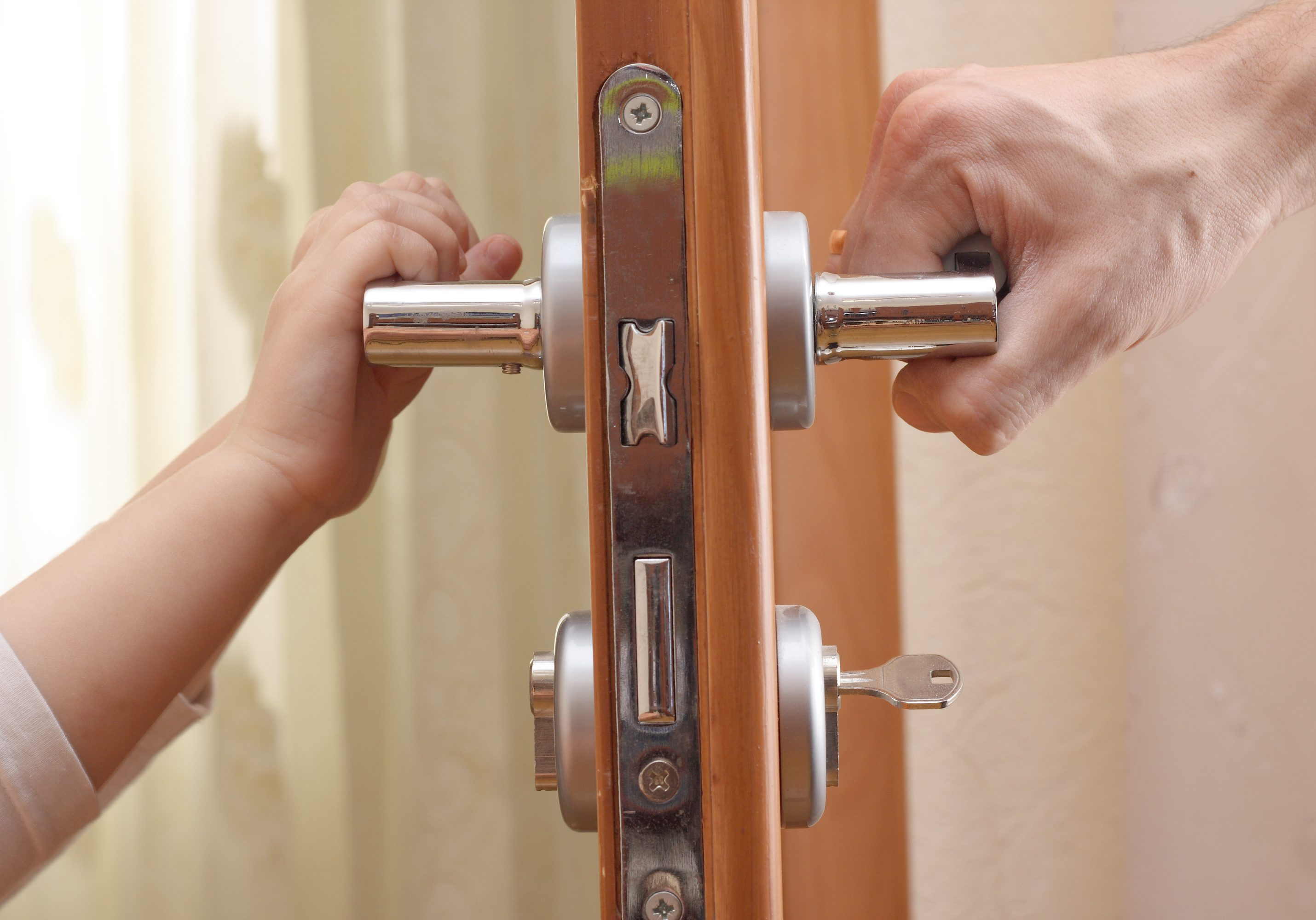 door lock. For the handle to hold an adult and a child