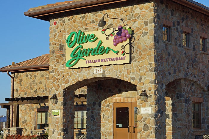 Hipster Mom Admits to Liking Olive Garden, Ostracized By Community