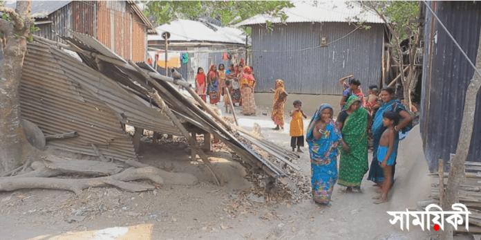 কককক পাবনার সাঁথিয়ায় বড়গ্রামে সাম্প্রদায়িক সন্ত্রাসী হামলা: হিন্দুদের দেশ ছাড়ার হুমকী