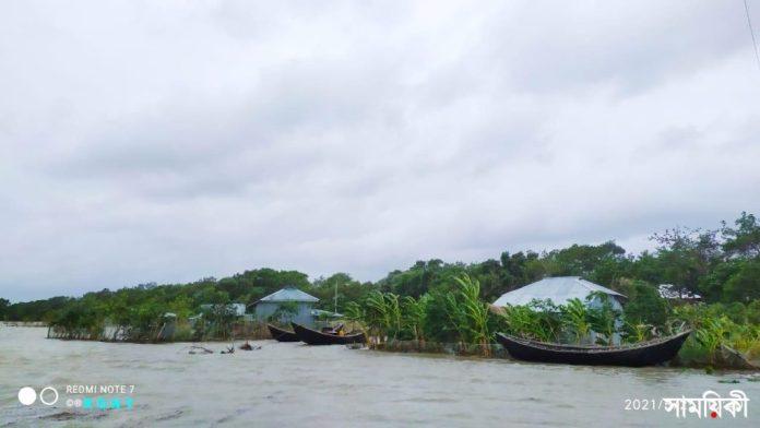 IMG 20210525 WA0057 1 ঘূর্ণিঝড় 'ইয়াস': পটুয়াখালীতে বিধ্বস্ত বাঁধ দিয়ে পানি প্রবেশ করে ১০ গ্রাম প্লাবিত