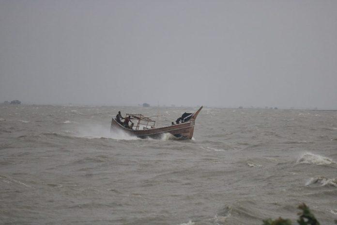 Meghna river bhola ঘূর্ণিঝড় ইয়াস: বরিশাল বিভাগে ২০ লাখ মানুষকে সরিয়ে নেয়ার প্রস্তুতি নিচ্ছে বিভাগীয় প্রশাসন (ভিডিও)