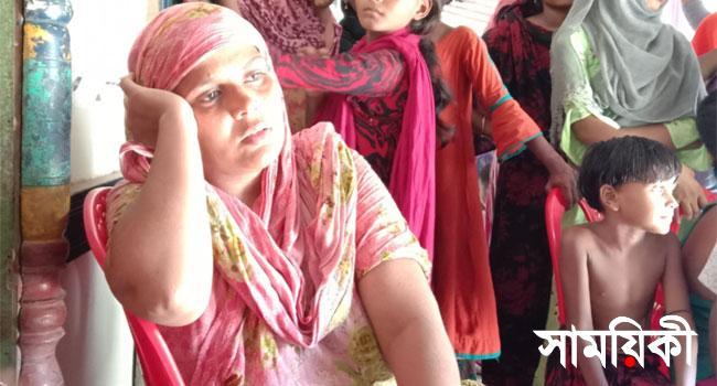 Patuakhali mukta pic পটুয়াখালীতে বিয়ের দাবীতে পাঁচ সন্তানের মায়ের অনশন
