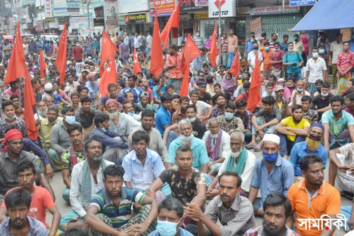 Barishal photo Battery operated road transport owners and drivers blocking road held agitation rally protesting restriction imposed against plying those on road 4 বরিশালে ব্যাটারী চালিত গাড়ী বন্ধের প্রতিবাদে সড়ক অবরোধ ও বিক্ষোভ সমাবেশ অনুষ্ঠিত