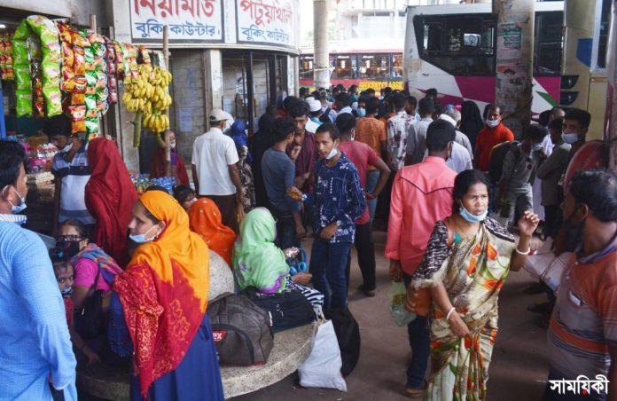 Barishal Photo Passenger bus operation suspended for four hours at Rupatali inter district bus stand of the city following clash over controlling stand 2 1 বরিশাল রুপাতলীতে শ্রমিকদের সংঘর্ষের ঘটনার পৌনে ৪ ঘন্টা দক্ষিনাঞ্চলের ১৭ রুটে বাস চলাচল বন্ধ, যাত্রীদের ভোগান্তি