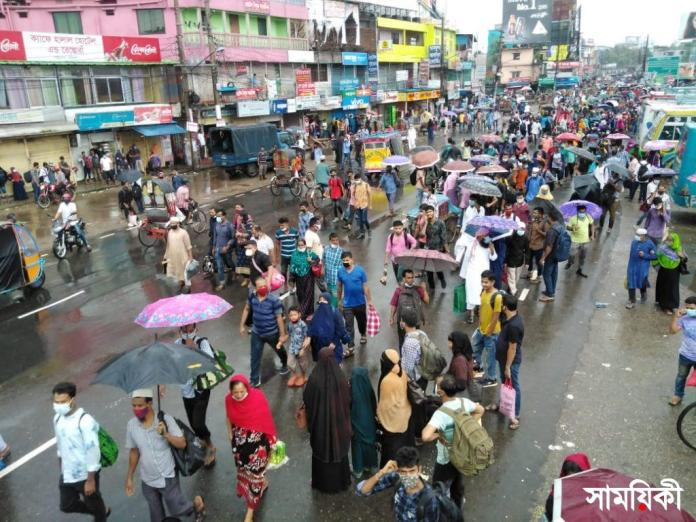 Barishal Photo People crowded at different spots surrounding bus terminals to go Dhaka and other parts of the country by any way and transport যে যেভাবে পারছেন ঢাকায় ছুটছেন
