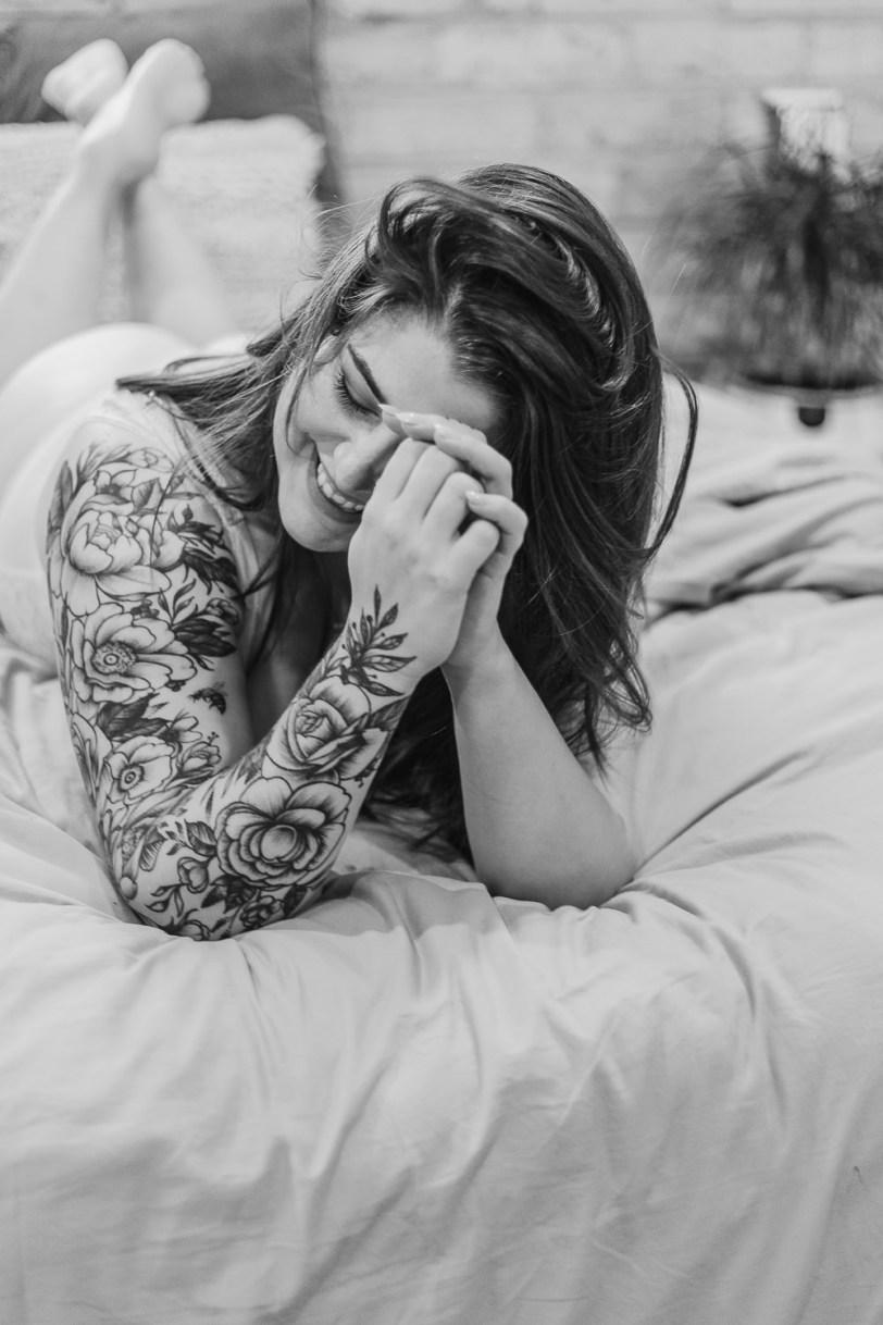 Laid-back-boudoir-body-positivity-self-love-sam-payne-photo