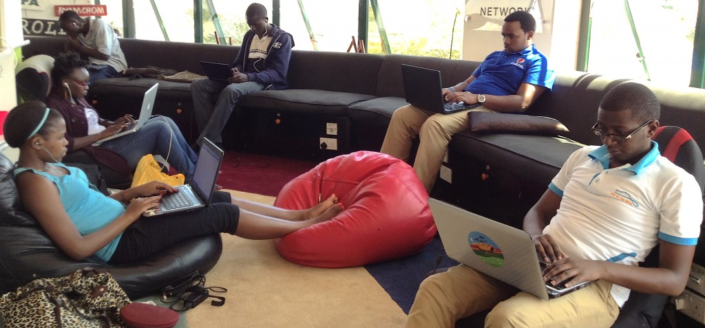 Samsa.fr accompgane CFI, l'agence française de coopération médias, dans la conception et réalisation d'un MOOC jour des journalistes et développeurs web en Afrique.