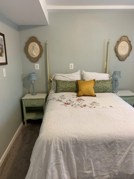 Furnished single room bedrooms on lower level, close to metro twinbrook.