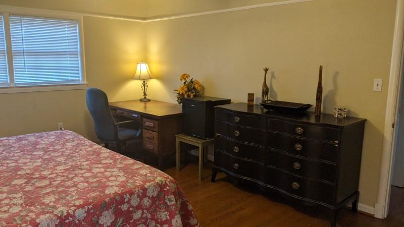 Near FDA & White Oak Medical Center: Perfect for Interns- Private Bedroom & Bath, Kitchen, Laundry