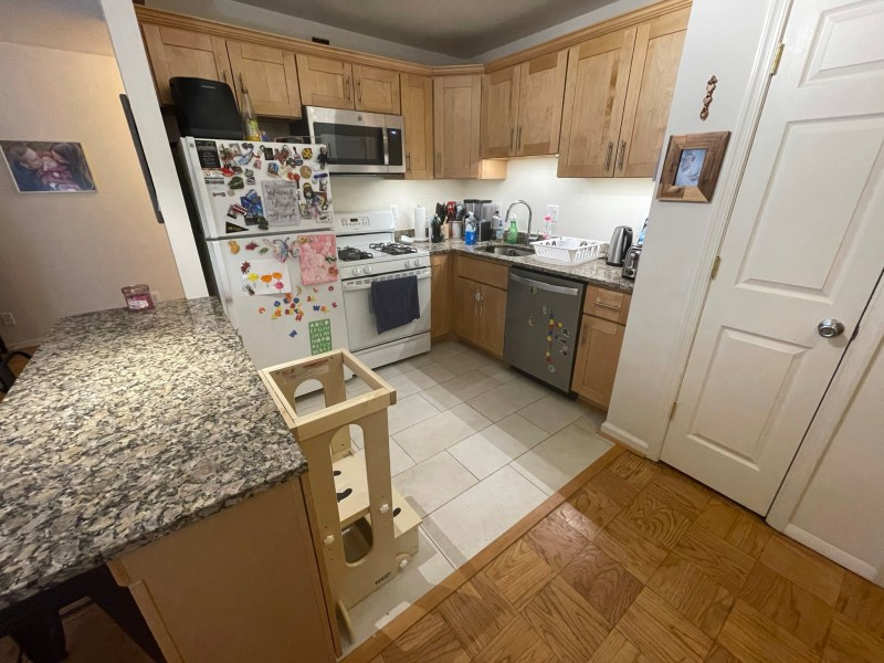TWO BED/TWO BATH Gorgeous CONDO $2000/month at Friendship Heights Metro (includes Utilities)!! BEST PRICE!