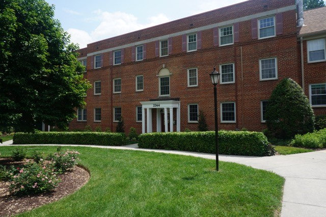 2 BR/1BA Silver Spring garden style condo–convenient commute to NIH
