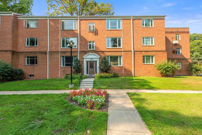 2 Bed 1 Bath – Furnished Bethesda Condo in Parkside Community – Utilities Included