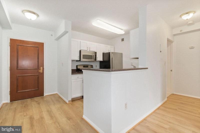 Recently Remodeled Downtown Bethesda 1bed/1bath condo – Bethesda Row