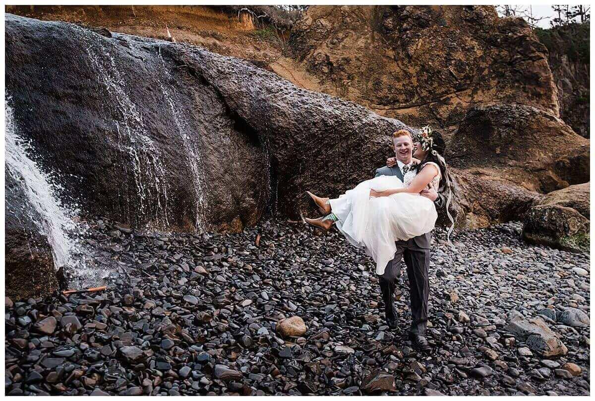 S Photography,beach wedding,blush bridal eugene,elopement photographer,geometric arbor,geometric elopement,hug point state recreation site,intimate wedding,maggie murray creative,meranda lynn beauty,minimalist elopement,oregon coast,pacific northwest,prima planning and events,