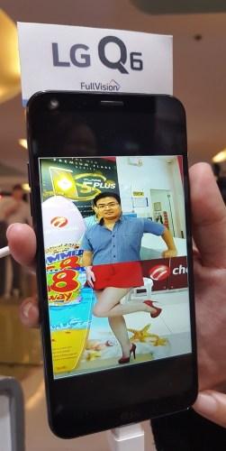 LG Q6 Big Screen in One Hand