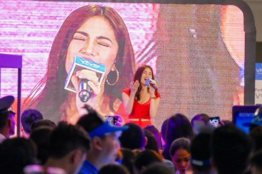 VIVO V9 Velvet Red with Julie Anne San Jose