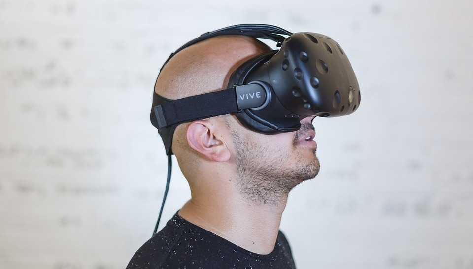 fully immersive virtual reality
