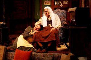"""""""Ocak"""" oyunu bir dönemi en iyi şekilde tiyatro sahnesine taşıyor."""