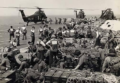Helikopterlerle mühimmat naklediliyor…