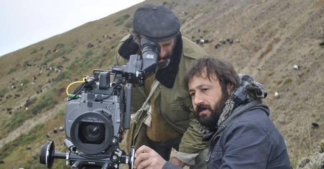 Kalandar Soğuğu, Mustafa Kara'nın ikinci filmidir. Kalandar Soğuğu'nun çekimleri 1,5 sene sürdü.