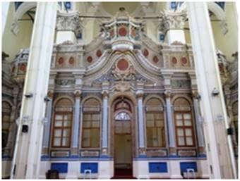 Agios Yorgios Kilisesi'nin ikonastasisi.