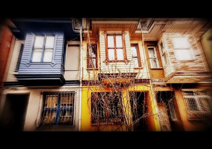 SARI ÇİZGİNİN ÖTESİNDE / Hasret