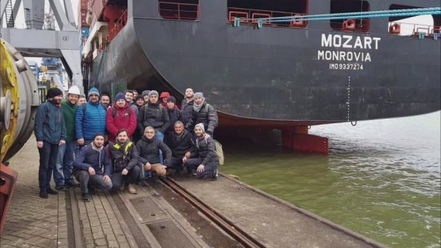 Korsanların kaçırdığı gemi personeli serbest