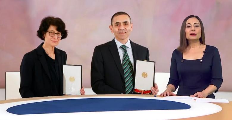 Almanya'dan Türeci ve Şahin'e liyakat nişanı