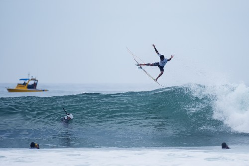 Filipe Toledo, a San Clemente transplant, is poised to make a run at the Hurley Pro Trestles final when competition resumes, following a string of lay days. Photo: WSL/Kirstin