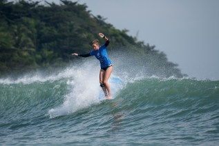 Rachael Tilly with a beautiful, 10-over noseride on her way to being crowned world champion in China. Photo: WSL/Will