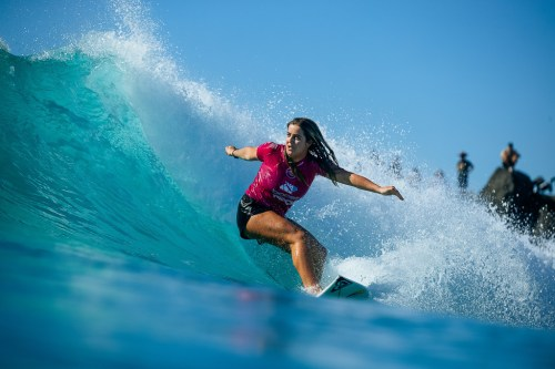 Caroline Marks grinding off the bottom and into first place at the Boost Mobile Pro. Photo: Dunbar/WSL