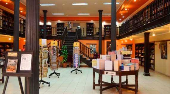 Librería Fayad Jamís abierta