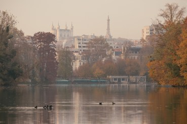 Autumn at the lake in Parc Tete d'Or.