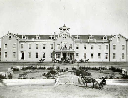https://i2.wp.com/www.sandiegohistory.org/exhibits/arch2003/images/hortonhouse.jpg