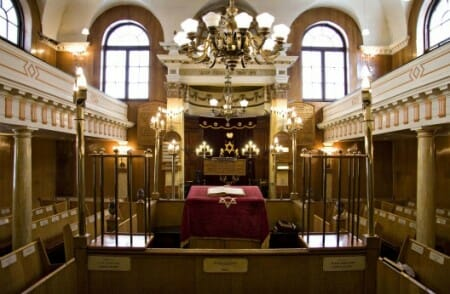 Sandy S Row Synagogue Interior From Website