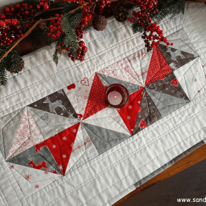 Sandra Healy Designs Seasonal Snippets Christmas table runner