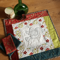 Sandra Healy Designs Dove Mini Quilt for 'Holiday Gifts to You' QAL
