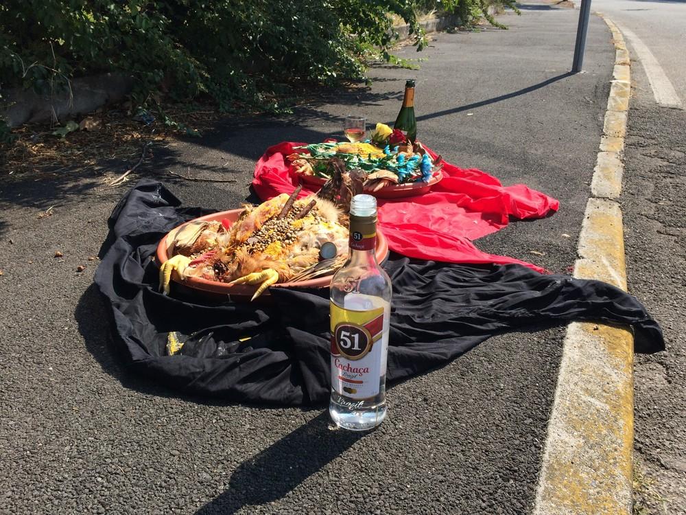 Macumba encontrada na rua vira caso de polícia na Itália