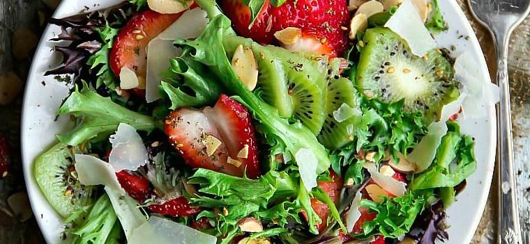 Mixed Greens, Kiwifruit and Strawberry Salad