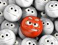 cara-enojada-del-emoticon-entre-otros-24202936