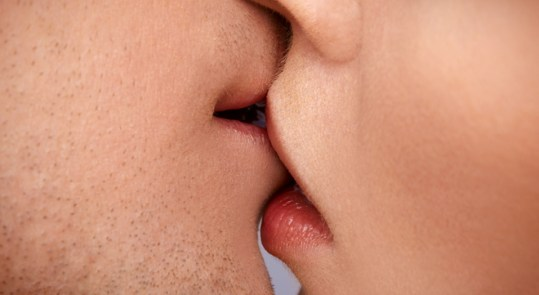 kiss_closeup_rect