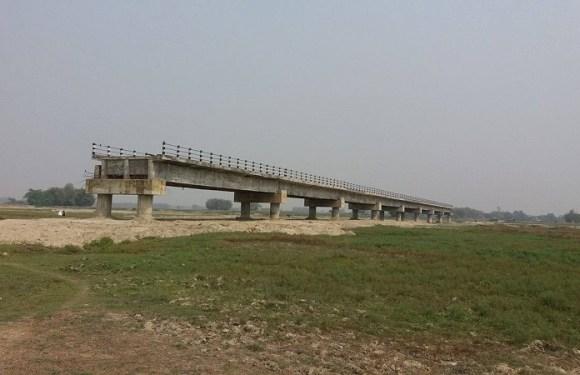 एमालेको अवरोधले नौ वर्षमा पनि हुलाकी राजमार्गको पुल बनेन पुलमा बजेटको कमिशन मागेर एमालेले हैरान पारेपछि निर्माण कम्पनीहरु भाग्न बिवस