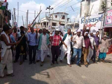 राजपा नेपालका कार्यकर्ताद्वारा गौरमा लाठी जुलुस प्रदर्शन