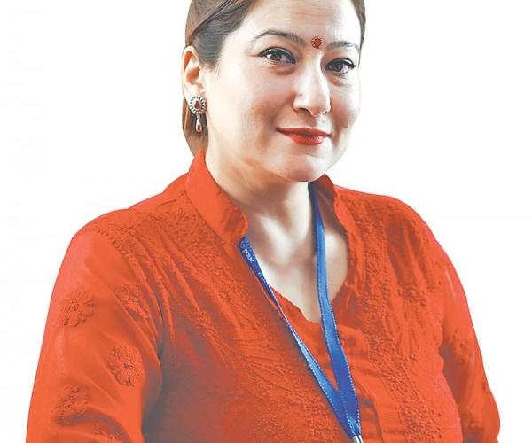 बैंककी सीईओ रवीनाको प्रश्न– दुई श्रीमतीलाई सहज ठान्ने समाज किन दुई श्रीमान राख्न दिंदैन ?