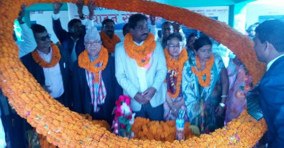 रौतहटमा माधव नेपाललाई ६५ किलोको मालाले भयो भब्य स्वागत